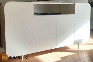 Read more about the article Mobile su misura di colore bianco: luce e curve all'ingresso di casa