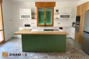 Read more about the article Cucina su misura tricolore: spazio, eleganza e comodità